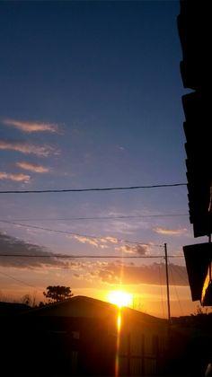 Pretty Sky, Beautiful Sky, Sunset Wallpaper, Wallpaper Backgrounds, Aesthetic Backgrounds, Aesthetic Wallpapers, Sky View, Story Instagram, Sky Aesthetic