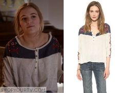 Nashville: Season 3 Episode 12 Maddie's Printed White/Blue Sweater