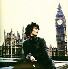 the british singer :siouxsie sioux Siouxsie Sioux, Siouxsie & The Banshees, Photo Rock, Pop Punk Fashion, 70s Punk, 80s Goth, Musica Pop, Alternative Rock Bands, Women Of Rock