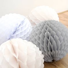 This ruffled and frilly-edged puff ball decoration looks just like a big snow ball so would make the perfect addition to your home this Christmas.Ever so slightly different to our traditional Tissue Ball decorations, this puff ball can be hung around your home for a festive feel or used to decorate your Christmas party venue. Available in white, grey or ivory for a beautifully classic Christmas. Select a set of 3 puff decorations for a discounted price from the drop down menu. Ball has a…