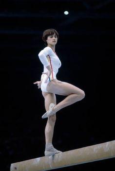 Elite Gymnastics, Gymnastics Poses, Gymnastics Pictures, Olympic Gymnastics, Gymnastics Girls, Nadia Comaneci Perfect 10, Nadia Comaneci 1976, Famous Gymnasts, Face Anatomy
