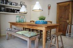 Oude tafel, nieuwe stoelen en kruk van Leenbakker en natuurlijk de styling met de 101 woonideeën collectie