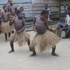 Description: Baaka pygmy children in a dance ceremony Date: 01/12/2005 | © Erican Cochrane