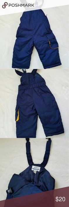 Oshkosh Snowpants EEUC Oshkosh Snowpants in Navy blue. These pants have been worn once and have no wear, they are like new! Side zipper allows for easy on and off. Adjustable shoulder straps and 3 pockets. Osh Kosh Bottoms