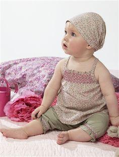 Wunderschönes Set von Vertbaudet aus Top, Hose und Kopftuch für Ihren kleinen Liebling.