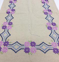 ❤️ PONTO RETO ❤️ Projeto by Libertah, agora só falta fazer o crochê em volta 😊. QUASE PRONTO !!! #bordados #artesanato #pontoreto #feitocomamor #amoartesanato @ana_maria_handmade @liberthadmacedo - @ana_maria_handmade Cross Stitch Embroidery, Hand Embroidery, Monks Cloth, Palestinian Embroidery, Cross Stitch Designs, Needlepoint, Diy And Crafts, Kids Rugs, Quilts