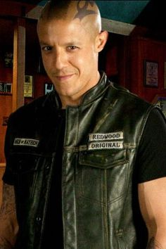 I love it when he smiles! I hope I see his smile again in season 7 Sons Of Anarchy Juice, Sons Of Anarchy Reaper, Theo Rossi, Juice Soa, Gemma Teller Morrow, Sons Of Arnachy, Love My Husband, My Love, Kim Coates
