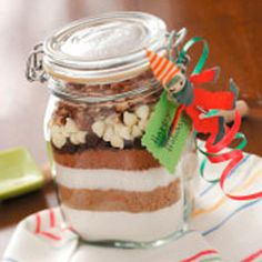 Sand Art Brownie Mix Brownie Sand Art Recipe from Taste of Home — shared by Claudia Temple of Sutton, West Virginia - Fresh Drinks Mason Jar Meals, Mason Jar Gifts, Meals In A Jar, Mason Jars, Gift Jars, Cookie Pops, Brownie Mix Recipes, Brownie Jar, Brownie Points