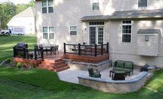 Deck and patio.like the small wall Hinterhof Landschaftsbau mit Deck Concrete Patios, Brick Patios, Small Backyard Decks, Small Backyard Landscaping, Small Backyards, Small Deck Patio, Small Backyard Design, Back Deck, Garden Design