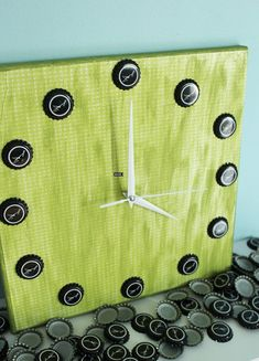 Build a cool clock From: If You Keep Your Bottle Caps, You Can Do These 20 Epic Things With Them x-Viral.com