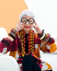 Lauded interior designer and enduring fashion icon, Iris Apfel has lost none of her joie de vivre, nor her magpie instinct for global treasures Iris Fashion, Boho Fashion, Fashion Beauty, Womens Fashion, Crazy Fashion, Advanced Style, Glamour, Old Women, Style Icons