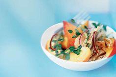 Er zijn weinig betere lunchalternatieven tijdens de zomermaanden dan een heerlijke salade. Met deze zes eenvoudige recepten tover je een smakelijke middagmaaltijd op tafel.