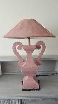 Van een zware zwarte lamp naar een leuke roze lamp. Ook weer een orgineel www.boodstyling.com !!!