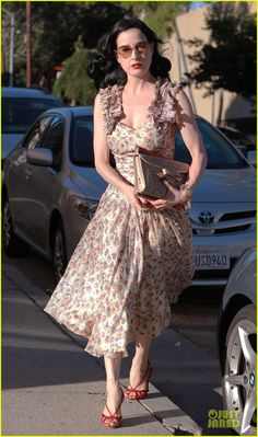 dita von teese goal to change peoples mind about striptease 23 Dita Von Teese dons a colorful skirt while dropping by an acupuncture clinic on Friday (October 26) in Los Angeles.    On the same day, the 40-year-old burlesque…