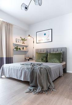 Minimalist apartment located in Bucharest, Romania, designed in 2019 by Jooca Studio. Appartement Design, Home Bedroom, Bedrooms, Bedroom Ideas, Minimalist Apartment, Apartment Interior Design, Apartment Ideas, Minimal Design, Memphis