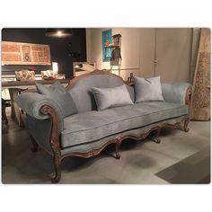 @bizzmobilya'in bu Instagram fotoğrafını gör • 67 beğenme 1920s Furniture, Couch Furniture, Classic Furniture, Reupholster Couch, Upholstered Sofa, Luxury Sofa, Luxury Living, Living Room Sofa, Living Room Decor