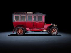 The S-Class is the one luxury vehicle with the highest sales worldwide. Time to pay tribute to the car that stands for original quality ever since the beginnings of our brand! Mercedes-Simplex 60 hp from 1904. #thebestornothing