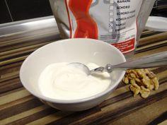 Alle Zutaten für Vanille Protein. Walnuesse, Joghurt und Eiweisspulver Vanille Konzelmann.