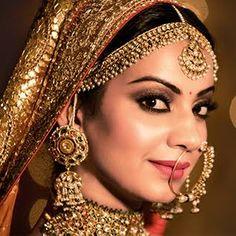bridal jewelry for the radiant bride Punjabi Bride, Pakistani Bridal Wear, Indian Bridal, Indian Wedding Jewelry, Bridal Jewelry, Indian Jewelry, Bridal Looks, Bridal Style, Bridal Lehenga Collection