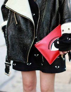 - DON'T BE SO SERIOUS - STYLE WE DO #6 - Pins et écussons. Have fun. Retour en enfance. #fashion #style #badges #accessories --> http://comment-tu-t-appelles.com/style-we-do.html#6