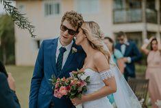 Micro wedding em manhã leve e ensolarada no Estaleiro Guest House – Priscila Wedding Dresses, House, Fashion, Wedding On The Beach, Weddings, Bride Dresses, Moda, Bridal Gowns, Home