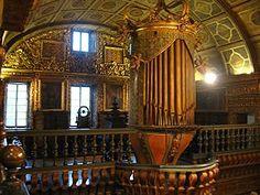 Órgão de tubos do séc. XVIII da Igreja do Mosteiro de São Bento - RJ | Conhecido como o dragão da Coroa, porque construído dentro de uma caixa encimada por uma coroa, foi construído em 1773 por Agostinho Rodrigues Leite, importante fabricante de órgãos de Pernambuco no século XVIII