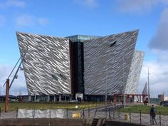 As a child of the 1970s my early knowledge of Belfast came from watching news reports of the Troubles. But the Good Friday agreement in 1998 changed the political landscape and today my children have little concept of how different things are. That's not to say that the city has forgotten its past, or even … Continue reading How we spent 48 hours in Belfast