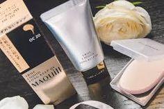 Phấn nền Shiseido Maquillage True Liquid cho lớp nền đẹp không tì vết, dạng gel chứa tinh chất dưỡng da mới mang lại làn da mịn màng, không bóng nhờn và tươi trẻ như nắng mai suốt ngày dài.