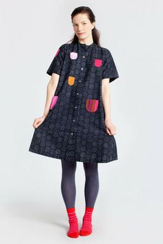 I have always loved the classic lotsa pockets iloinen takki marimekko dress. It's so Pippi Longstocking! Cotton Dresses, Cute Dresses, Girls Dresses, Marimekko Dress, Dress Skirt, Dress Up, Shabby Look, House Dress, Mori Girl