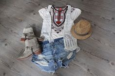 who is mocca, fashionblog tirol, fashionblog österreich, flatlays, outfitnispirationen, maxikleid, lederjacke, one teaspoon, boho, hippie, festival, boots, studded, denim shorts, kimono, cardigan, chanel, sarenza, choies, zalando, stelly mc cartney, outfitcollage, little mistress, zara