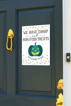 Show you support the Teal Pumpkin Projects with the cute free printables to hang on your home! Halloween Treats For Kids, Halloween Books, Halloween Signs, Halloween House, Halloween Pumpkins, Fall Halloween, Halloween Crafts, Halloween Decorations, Halloween Goodies