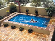 Swimming pool designs featuring new swimming pool ideas like glass wall swimming pools, infinity swimming pools, indoor pools and Mid . Small Inground Pool, Backyard Pool Designs, Small Backyard Landscaping, Backyard Ideas, Pool Backyard, Small Backyard With Pool, Garden Ideas, Desert Backyard, Garden Swimming Pool