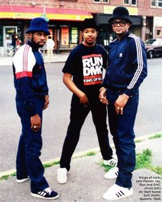 Our second entry is Run-DMC and Hip-Hop. Originally from Queens in Run DMC (Joseph Simmons, Darryl McDaniels and Jam Master Jay) were extremely influential in defining Hip-hop and. Hip Hop Look, Style Hip Hop, Love N Hip Hop, Hip Hop And R&b, Mode Style, Fashion Guys, Hip Hop Fashion, 80s Fashion, Look Fashion