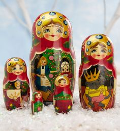 Traditional Russian matryoshka dolls tell the story of the Nutcracker Ballet. Set of five wooden hand painted matryoshka dolls. Shop Russian Nesting Dolls Now!