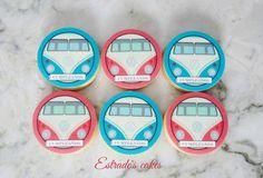 Estrade's cakes: galletas de mantequilla decoradas con papel comestible para un cumpleaños hippie-surfero.