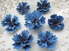 Cornflower tutorial. #gumpaste #sugarpaste. Not in English