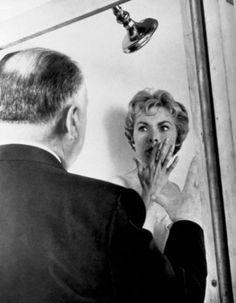 """Alfred Hitchcock y Janet Leigh en el rodaje de """"Psicosis"""" (Psycho, 1960)"""