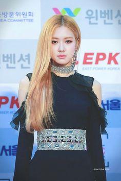 Beautiful Rose from the beautiful K-pop BlackPink girls Kpop Girl Groups, Korean Girl Groups, Kpop Girls, 1 Rose, Love Rose, Yg Entertainment, Blackpink Fashion, Fashion Outfits, Woman Fashion