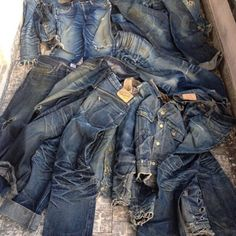 A Series Of Personal And Evolutionary Denim Fades Love Jeans, Jeans And Boots, Work Fashion, Denim Fashion, Fashion Menswear, Retro Fashion, Edwin Jeans, Japanese Denim, Raw Denim