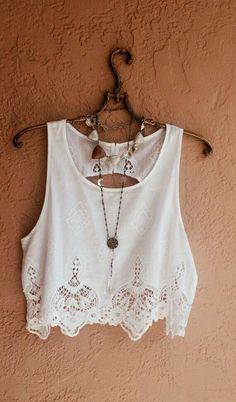Love this white crop top with like a boho necklace cute!