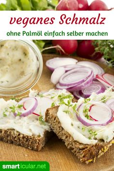 Vegetarische Zwiebelschmalz-Alternative selber machen Inexpensive, healthier and without palm oil: It's so easy to make vegetarian lard yourself as a hearty spread. Cooking Crab Legs, Cooking Bacon, Fun Cooking, Vegan Vegetarian, Vegetarian Recipes, Vegan Food, Cooking Lamb Chops, How To Cook Squash, Snacks Für Party