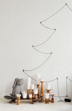 Johan Grau wartet.   SoLebIch.de Foto: Minza will Sommer #weihnachten #weihnachtszeit #weihnachtsdeko #tannenbaum #wanddeko #kerzen #christmas #xmas #christmastree #santa #christmasdecorations #merrychristmas #whhfashion #winter #santaclaus #christmasdecor #deko #interior #decor #decoration #homedecor #homedesign #instahome #interiors #livingroom #homesweethome #myhome #homestyle #interiores #kitchen #modern #interior4all #designer #house #furniture