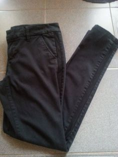 American Eagle super stretch skinny leg black pants. Womens Sz 8 #AmericanEagleOutfitters #CasualPants