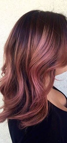 11 Metallic Hair Color Looks You Will Love as Much As Rainbow Hair (Pink Rose Gold Hair) Metallic Hair Color, Gold Hair Colors, Rose Gold Hair Colour, Rose Pink Hair, Darker Hair Color Ideas, Spring Hair Colors, Trendy Hair Colors, Dusty Rose Hair, Ombre Colour