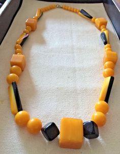 "Beautiful BAKELITE Necklace -- 28"" -- Beautiful Patina   ..(E404"