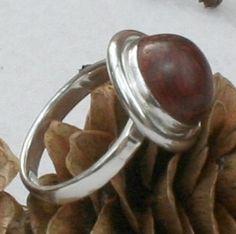 Ring aus Silber mit Palisanderholz.  Der Ring ist bereits verkauft. Aber einen ähnlichen kann ich gerne machen.