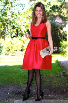 Fashion and Style Blog / Blog de Moda . Post: Red dress / Vestido rojo .More pictures on/ Más fotos en : http://www.ohmylooks.com/?p=25787 .Llevo/I wear: Dress / Vestido : Oh My Looks Shop (info@ohmylooks.com) ; Clutch / Bolso : Oh My Looks Shop (info@ohmylooks.com) ; Earrings / Fahoma (old) ; Shoes / Zapatos : Pilar Burgos