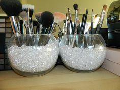 Trendy makeup organization diy vanity make up beauty room ideas Diy Makeup Organizer, Makeup Storage Hacks, Makeup Brush Storage, Makeup Brush Holders, Makeup Organization, Storage Organization, Makeup Hacks, Bathroom Organization, Organizing Ideas