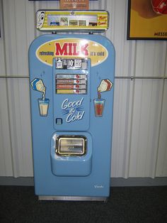 Milk Vending Machine - every day at school in But ours was only a nickel: I wonder if they were subsidized? Vintage Advertisements, Vintage Ads, Vintage Signs, Vintage Antiques, Vintage Items, Vintage Tools, Advertising Signs, Soda Machines, Vending Machines