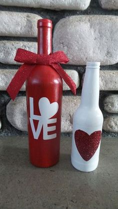Valentines wine bottle crafts - 150 Sweet & Romantic Valentine's Home Decorations That Are Really Easy To Do – Valentines wine bottle crafts Glass Bottle Crafts, Wine Bottle Art, Painted Wine Bottles, Glass Bottles, Glitter Wine Bottles, Beer Bottle, Wine Glass, Valentines Day Wine, Valentines Day Decorations
